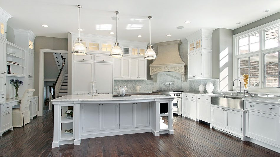Shiplap farmhouse sinks 21 southern kitchens we love for Good housekeeping kitchen designs