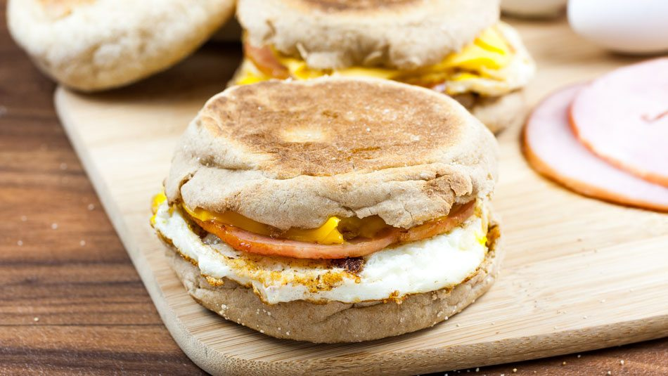 Easy-English-Muffin-Breakfast-Sandwiches