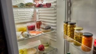 7 Natural Ways to Keep Your Refrigerator Smelling Fresh and Clean